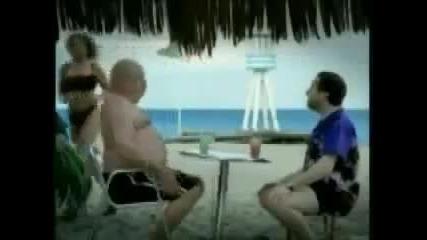 Дебелак исбутва маса с коремаси много смях !!!