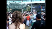 Цигански ритми пред Радисън в София