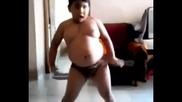 Смях ! Дебело момче танцува на Азис - Хоп
