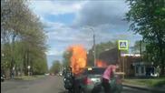 Автомобил внезапно пламва от инцидент по време на движение - Русия