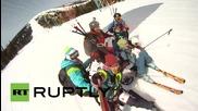 Русия: Шестима смелчаги се спускат с един парашут, чупят рекорда на Гинес