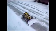 Чистенето на снега от улиците може да бъде и забавно!!!