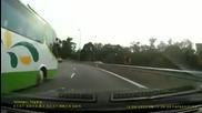 Lamborghini Avatedor Elite се опитва да избяга на Nissan Gtr35 по магистралата