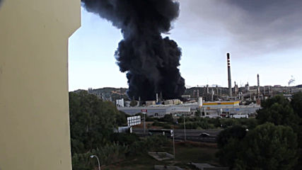 Spain: Industrial fire pumps potentially toxic smoke over San Roque