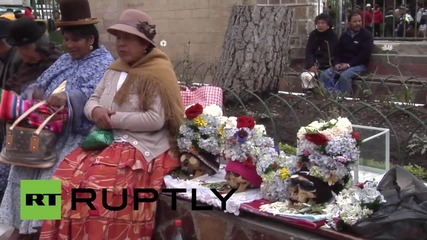 Bolivia: Day of the Skulls attracts thousands to La Paz cemetery