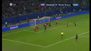 Футболист на Хамбургер губи фатално топката след спъване в хартиена топка