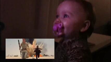 Реакцията на бебе което гледа междузвездни войни