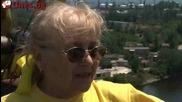 Шапка й сваляме. Тя е на 74 и скача с бънджи!