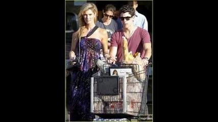 Nick Jonas and Delta Goodrem пазаруват!
