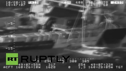 USA: Yachtsman and CAT make dramatic leap onto ship amid high seas