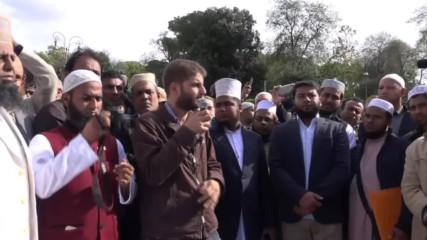 Хиляди мюсюлмани се молят пред Колизеума в Рим