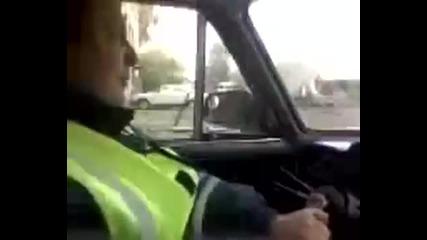 Луд кара кола с гаечен ключ