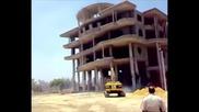Пететажна сграда се срутва