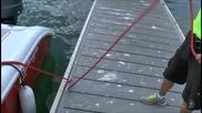 Впечатляващо завързване на лодка