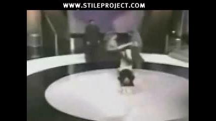 Ефектен Трик - Въртене На Хора С Крака