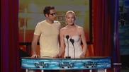 Yvonne Strahovsky и Zachary Levi награждават David Beckham, Teen Choice award