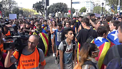 Spain: Students join massive pro-independence protest in Barcelona