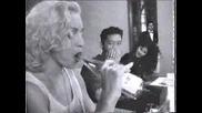 Madonna - Прави Свирки На Шише