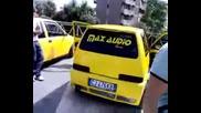 Hertz bass огъва багажника на Fiat 500