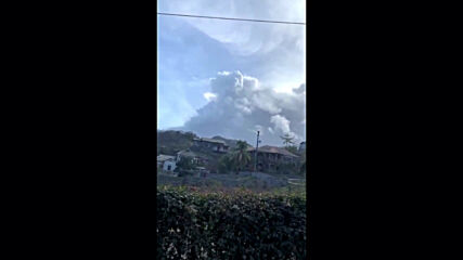 Saint Vincent and the Grenadines: La Soufriere spews plumes of smoke as volcanic activity continues