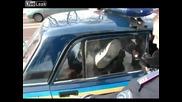 Полицаи срещу пиян украинец...