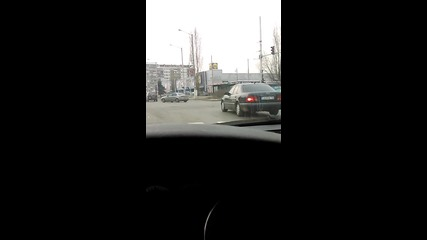 Мерцедес минава на червено в София