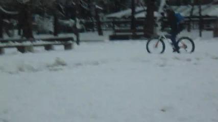 Аз, фат байка и снежния човек