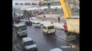 Камион разруши мост