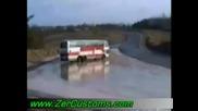 Малoумници се правят на дрифтъри с Автобус