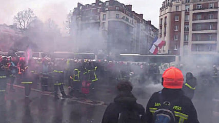 France: Violent clashes erupt between firefighters and police