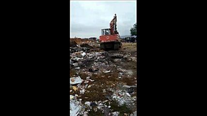 Събарят 24 незаконни постройки в старозагорския квартал