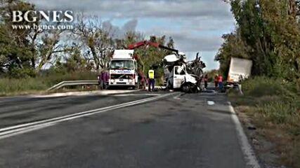 Шофьор загина при челен удар с камион напътя Шумен-Русе