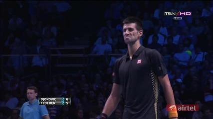 Mинаващ удар на Роджър Федерер срещу Джокович на финалния Мастърс в Лондон 2012