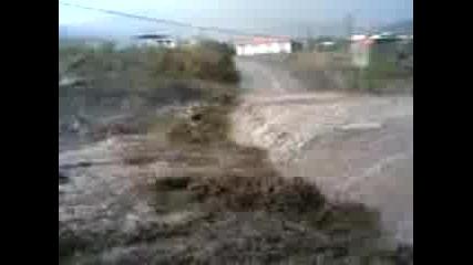 Цистерна Преминава През Река