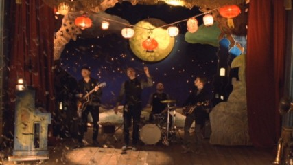 Coldplay - Christmas Lights (Оfficial video)
