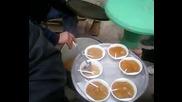 hranene na horata v dvora na carkvata pri Traiyn