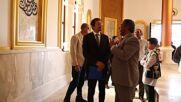 Libya: Italian Consul lays flowers at tomb of Omar Mukhtar on 110 anniv of invasion