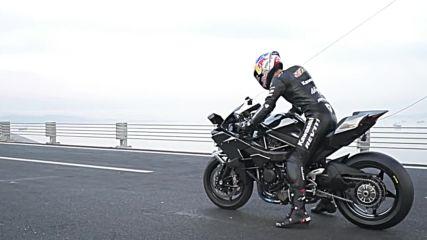 Световен рекорд! Спортист закова 400км / час за 26 секунди на мост с Kawasaki Ninja H2r