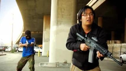Луд Китаец изтрепва терористи като хлебарки