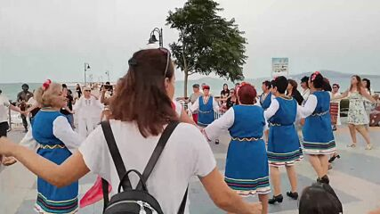 Мома Яница пред моста в Бургас :) 25 юли 2021