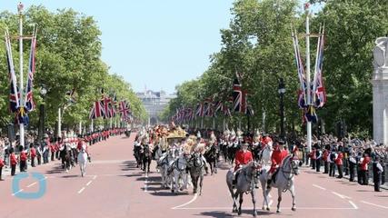 Queen Elizabeth Greets 8,000 Guests for Traditional Garden Party