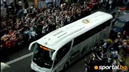 Вижте как ултрасите посрещат автобуса на Реал (мадрид) пред Бернабеу