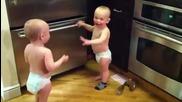 Бебета говорят на бебешки супер смях