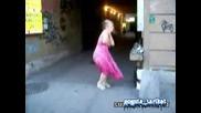 Баба Танцува Яко На Техно Музика!!!