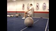 Готин начин да си подавате гумена надуваема топка