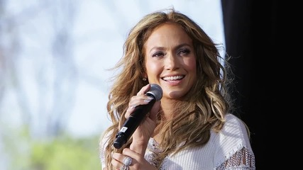 Jennifer Lopez Will Pay Tribute to Selena at the Billboard Latin Awards