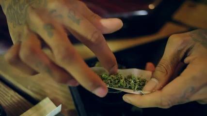 Wiz Khalifa показва как се свива масур