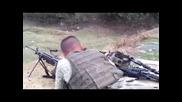 Турски войници стрелят с M249
