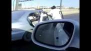 Луди араби с коли в действие