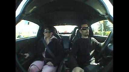 Пич плаши майка си с Honda S2000 vtec